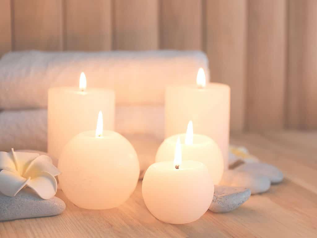 Brennende Kerzen zur Entspannung